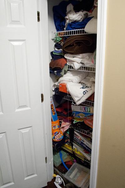 Организация бельевого шкафа - фото до