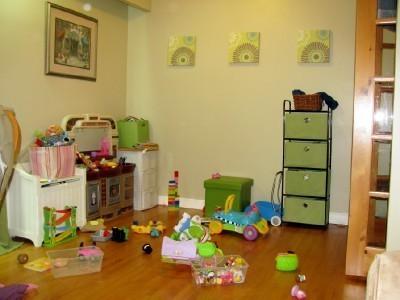 Организация игрушек в детской - фото до