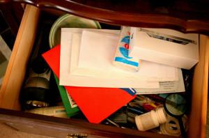 Организация ящика в прикроватной тумбочки фото до